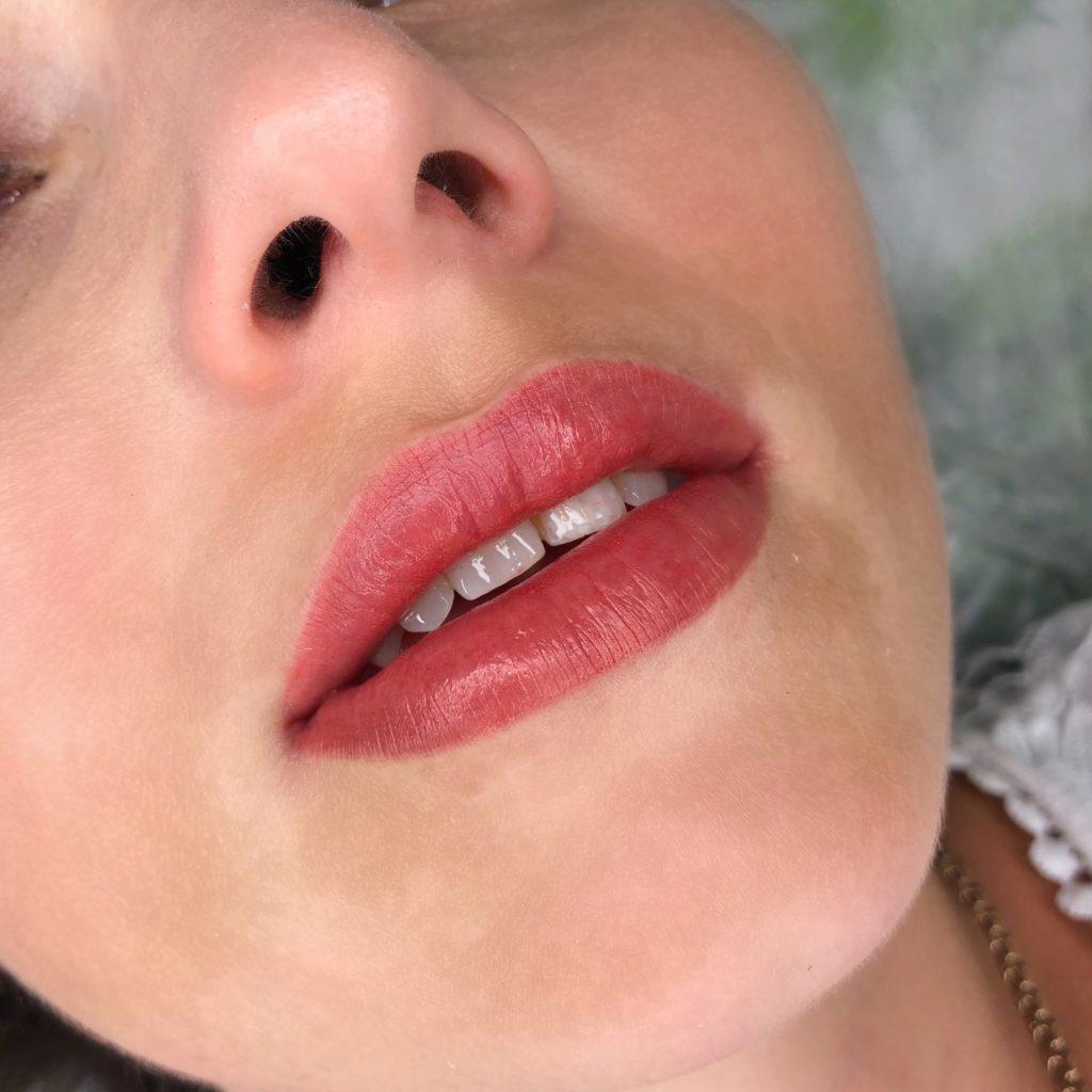 макияж и татуаж губ Одесса цена в акварельной технике